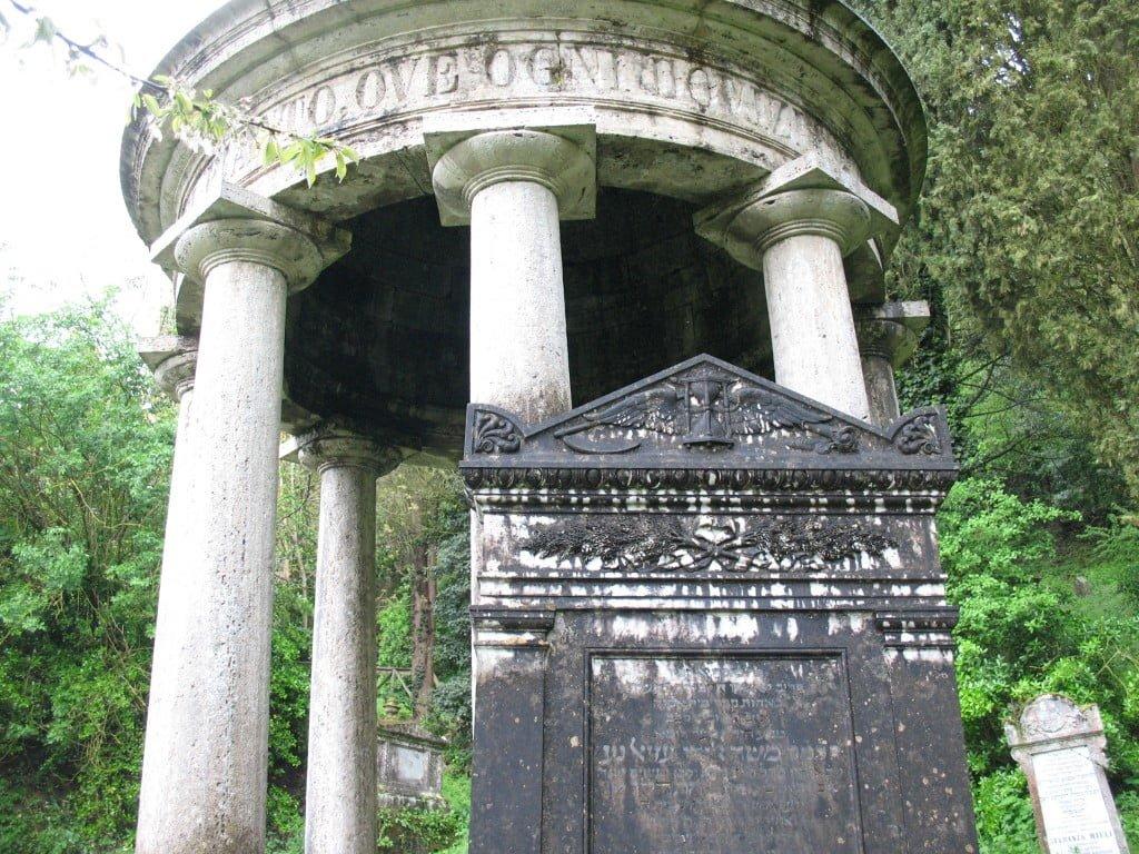 Jewish cemetery, Siena. Photo (c) Ruth Ellen Gruber
