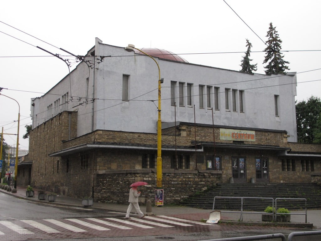 The Neolog synagogue in Zilina in 2011, before the renovation began. Photo © Ruth Ellen Gruber