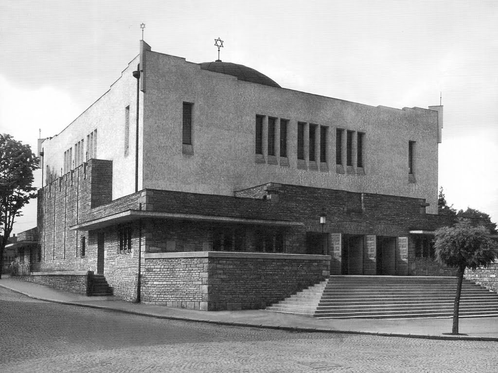 The newly built Zilina neolog synagogue in 1931