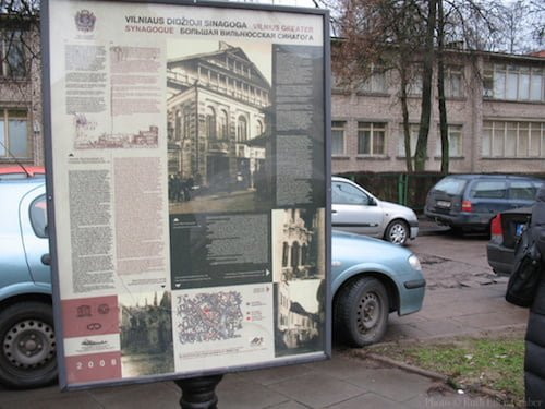 Information placard in Vilnius at the site of the Great Synagogue.