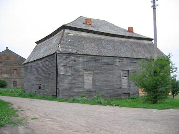 Wooden synagogue in Pakruojis, Lithuania, before the fire. 2006