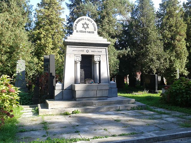 Monument in the New Jewish cemetery in Prostejov, Czech Republic.  Photo: Pernak1 (Licensed under CC BY-SA 4.0 via Wikimedia Commons)