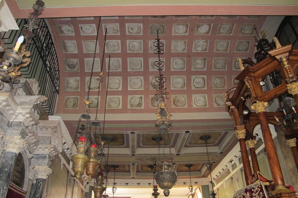 Ceiling of the 16th century Italian rite synagogue in Padova, Italy, with the tops of the Ark (l) and Bimah (r)