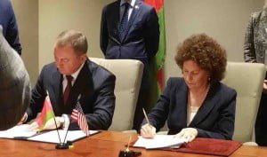 Belarus Foreign Minister and U.S. Commission Chair Lesley Weiss sign accord