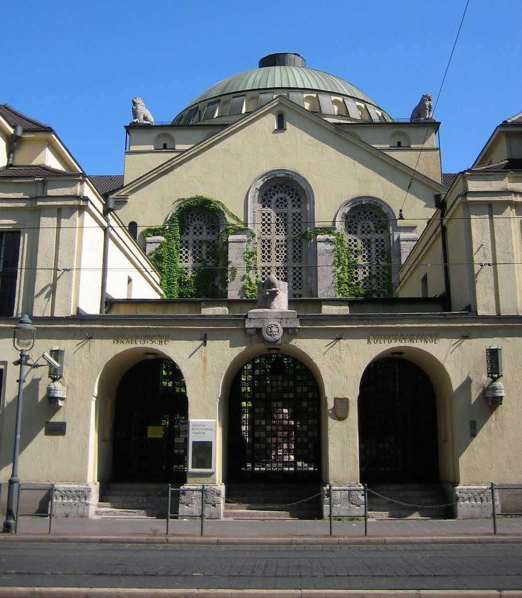 Entry to the Augsburg synagogue. Photo by Alois Wüst, via Wikimedia, GNU Free Documentation License
