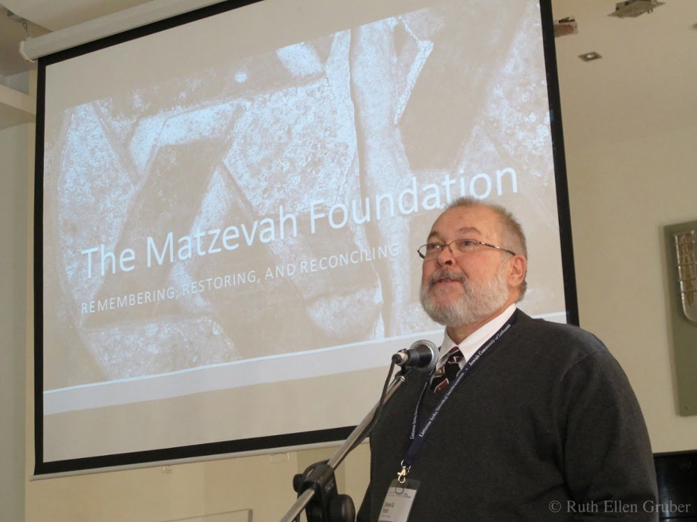 Steven Reece addresses the conference on Jewish cemeteries held Vilnius, October 2015