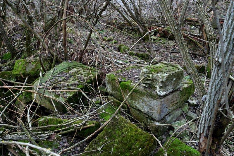 Fragments of matzevot from Jewish cemetery in Husiatyn. Photo: Dmitry Polyukhovich/Focus