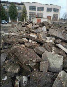 Screen grab of photo by Ilya Miretsky of the recovered fragments of matzevot from Kovel, Ukraine