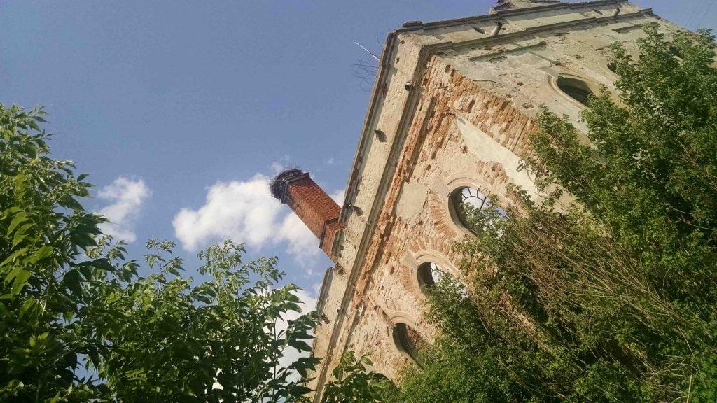Ruined synagogue in Probizhna, Ukraine. Photo © Eliyana Adler