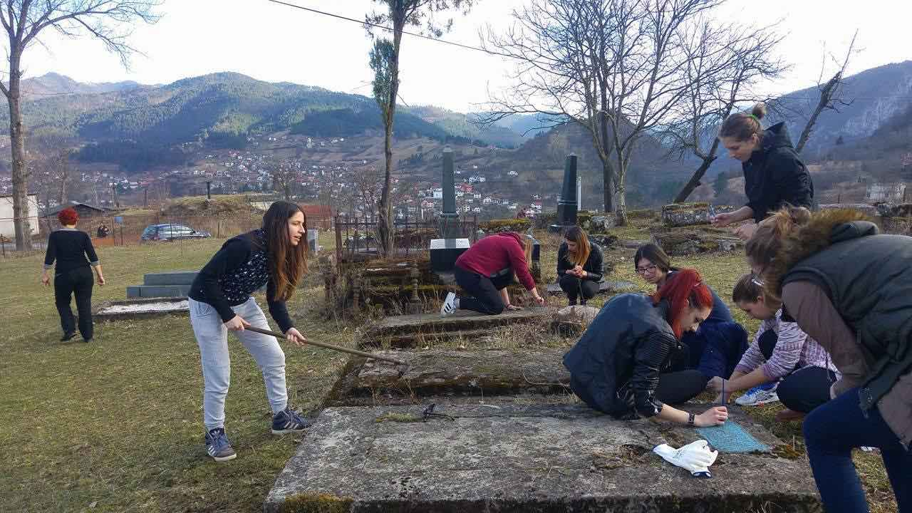 Student volunteers clean cemetery in Visegrad, Bosnia-Herzegovina. Photo: courtesy Jasna Ciric