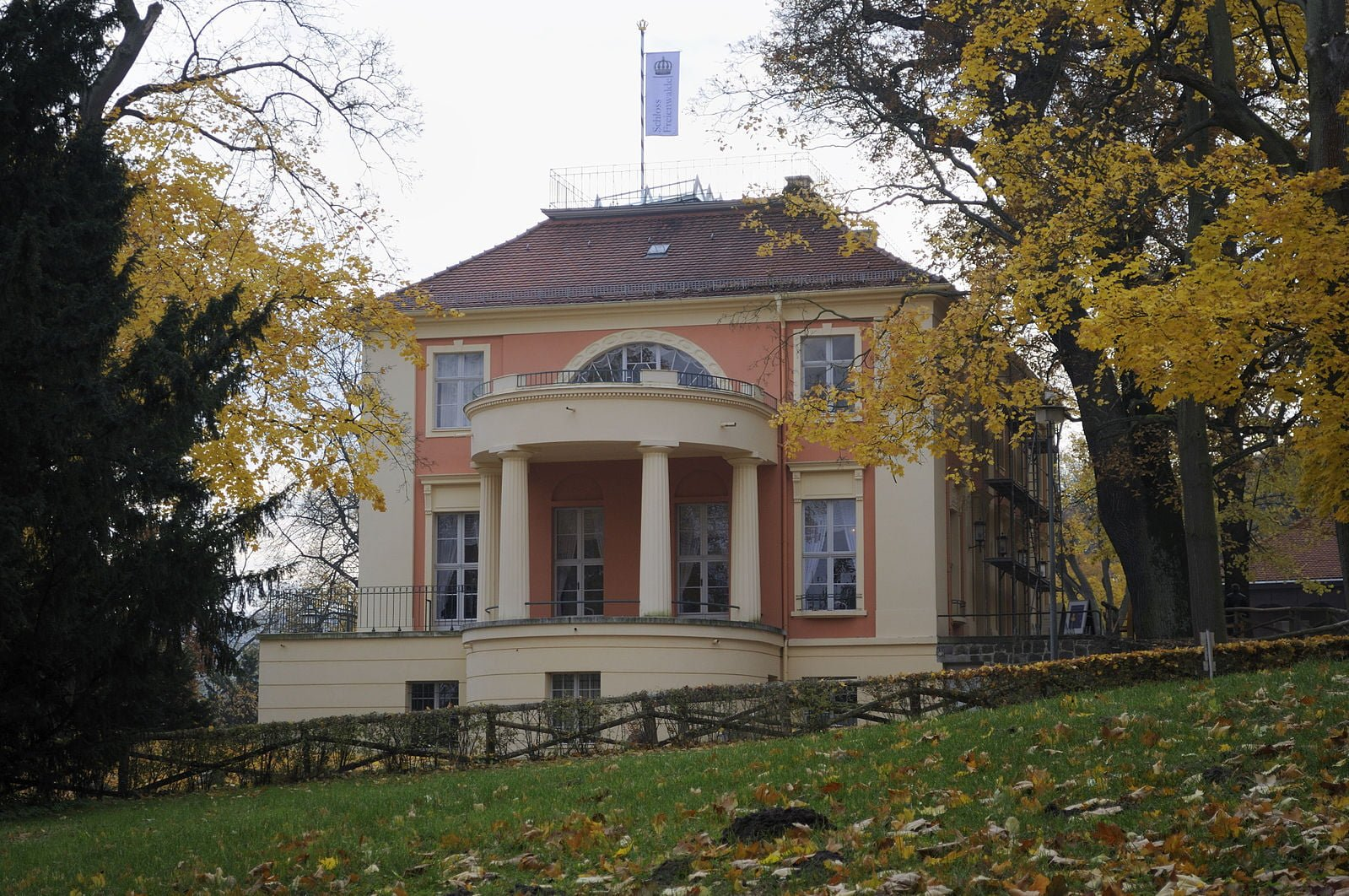 Schloss Freienwalde. (Photo: DerHexer, via CC Attribution-Share Alike 3.0 via wikimedia)