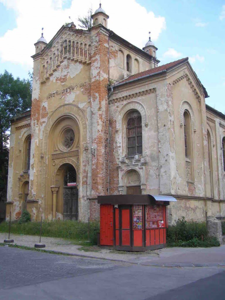 Bytca, Slovakia synagogue in 2007. Photo by Drajna, via Wikimedia