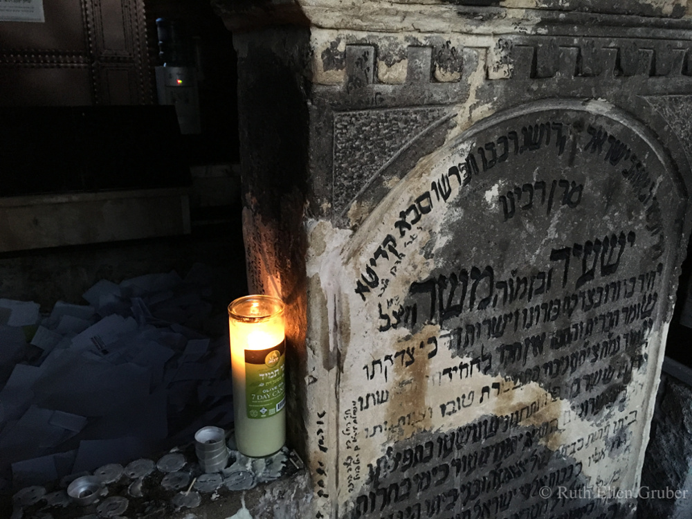 The Tzadik Saje Steiner's grave in its ohel