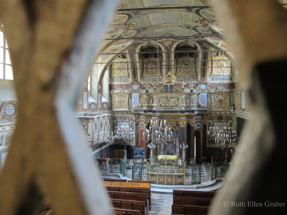 The synagogue in Casale Monferrato, viewed through the grille of the women's gallery