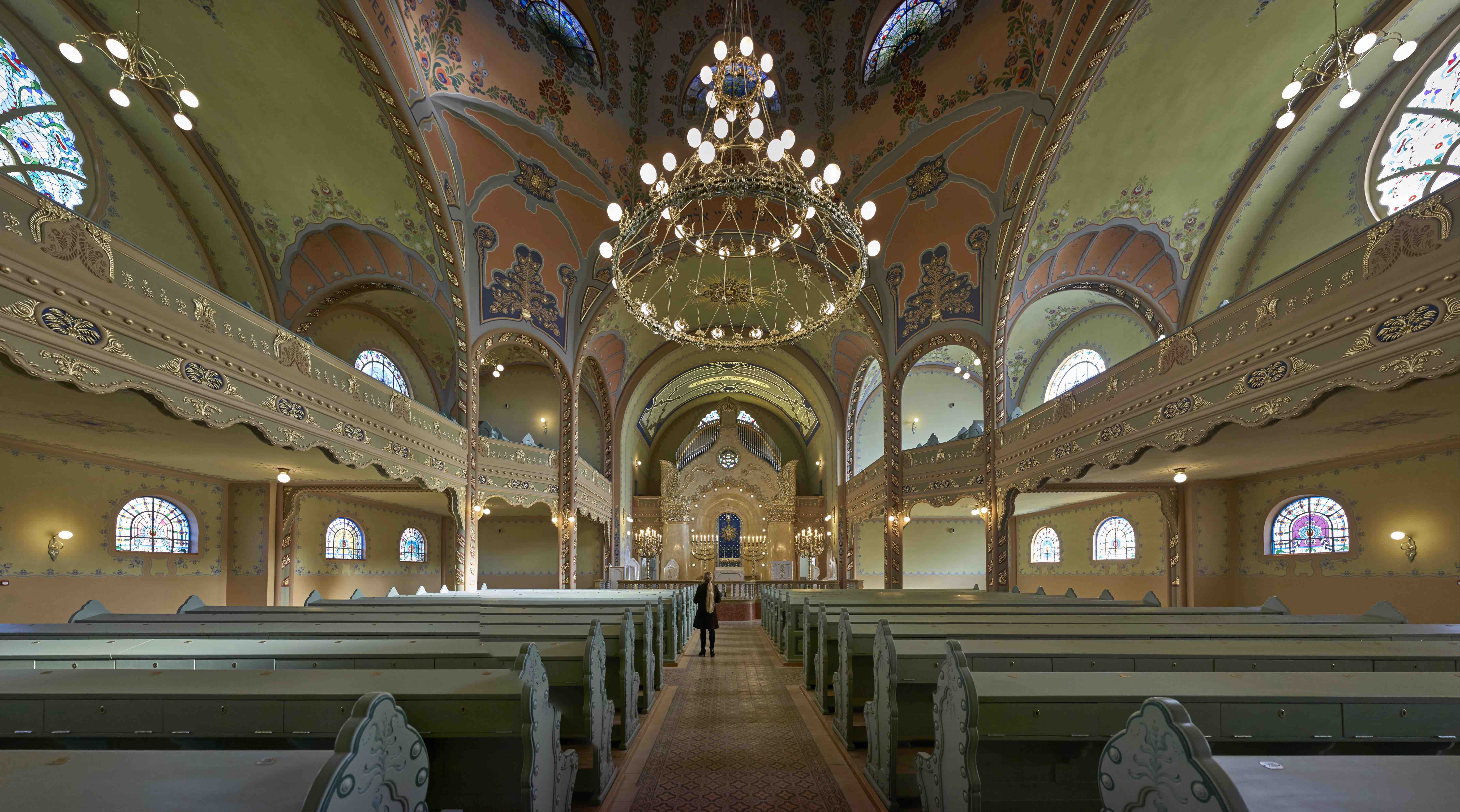 Sanctuary of the restored synagogue in Subotica. Photo © Rudolf Klein