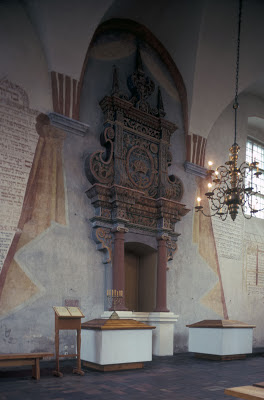 Ark in the Tykocin synagogue, 1990. Photo: Samuel D. Gruber